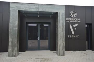 Elewacja firmy Collcetion Nero - wejście