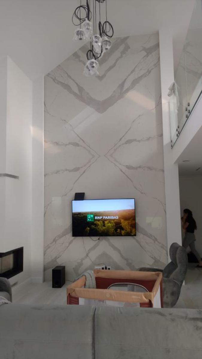 kładzina ścienna ze spieku kwarcowego Bianco Statuario Venato