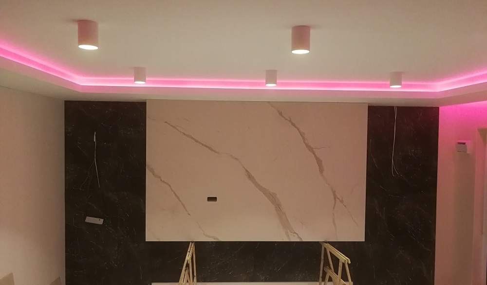 Ściana telewizyjna Calacatta oro Venato
