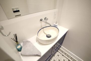 Blat w łazience Quarella Bianchissimo