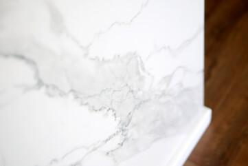 Ściana spiek Bianco Satuario Venato